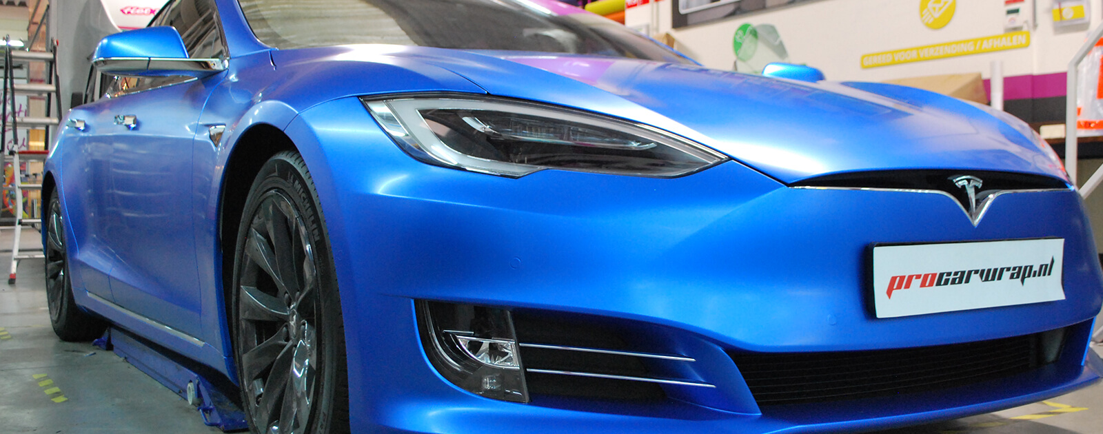 Tesla Model S satijn blauw wrap