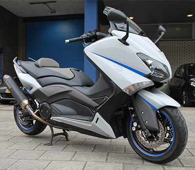 Yamaha TMAX 530 Wrapped in Nardo Grey with Perfect Blue details