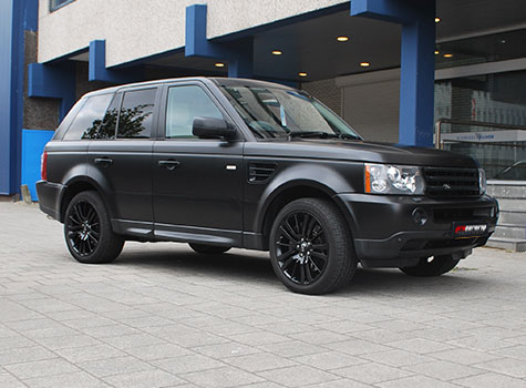 Range Rover unwrapped and rewrapped in 3M Satin black + Coated rims + Details